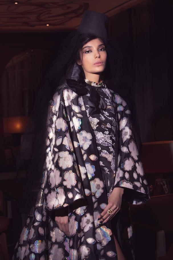 الفستان من  Giambattista Valli والمجوهرات من Bvlgari