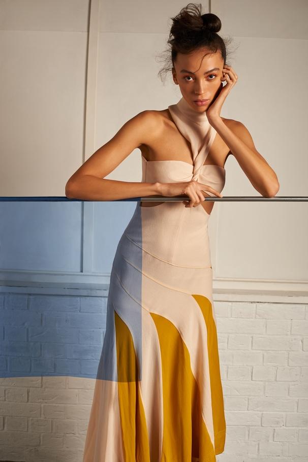الفستان من Givenchy