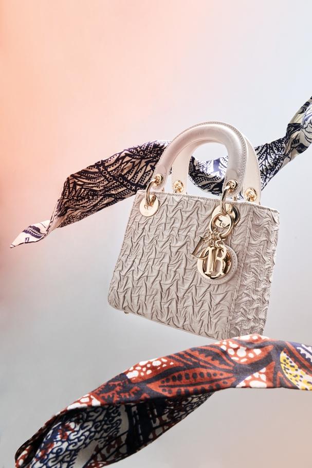 حقيبة يد Lady Dior باللون البيج