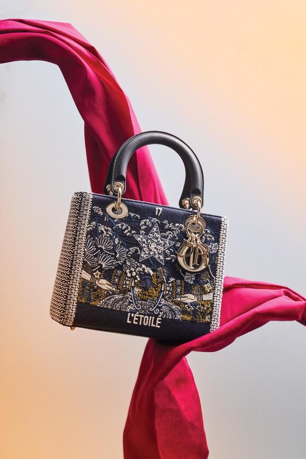 حقيبة يد Lady Dior مطرّزة