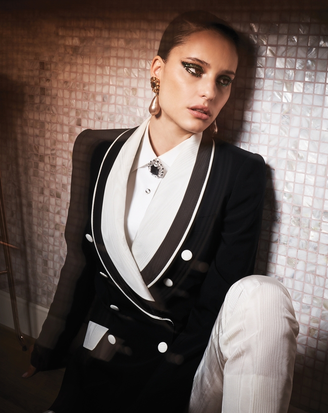 الإطلالة كلّها من Dolce & Gabbana
