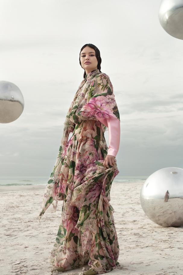 فستان من Dolce & Gabbana وأكمام ورديّة من I love Pretty