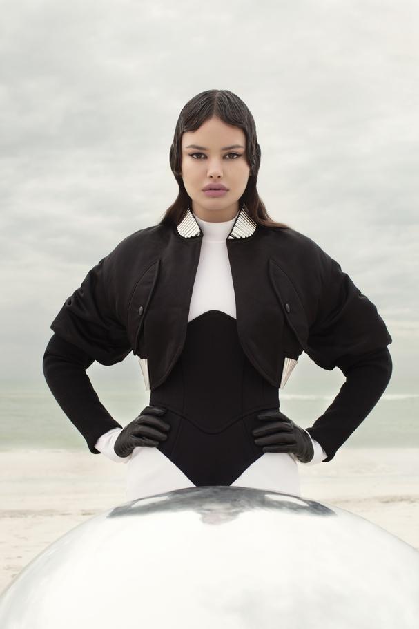 الإطلالة كلّها من Louis Vuitton