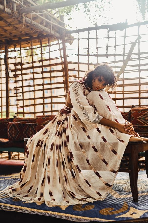 فستان وكعب عالٍ من Dior
