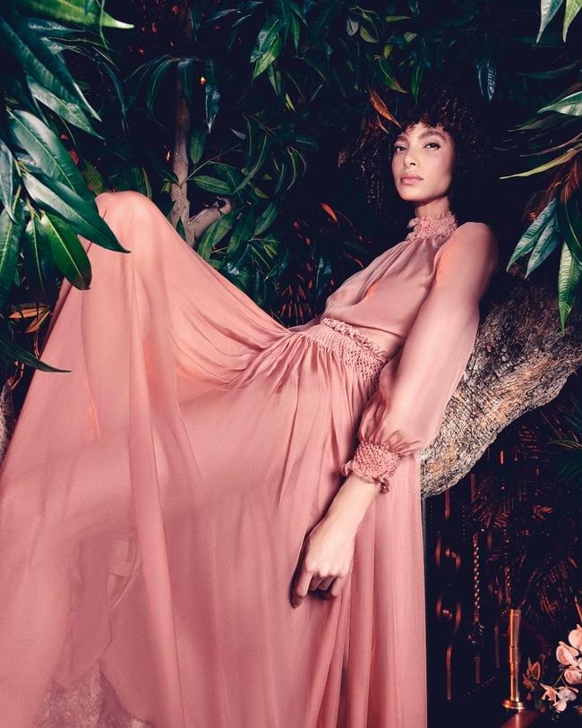 فستان طويل من الحرير باللون الوردي من Dior