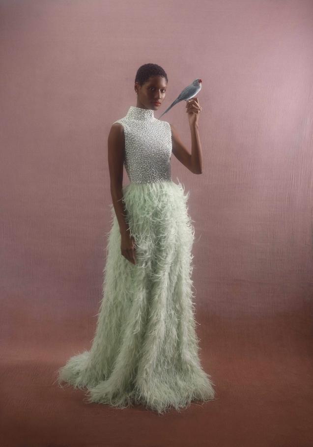 الفستان من Atelier Zuhra والأقراط من Maison de Jewels