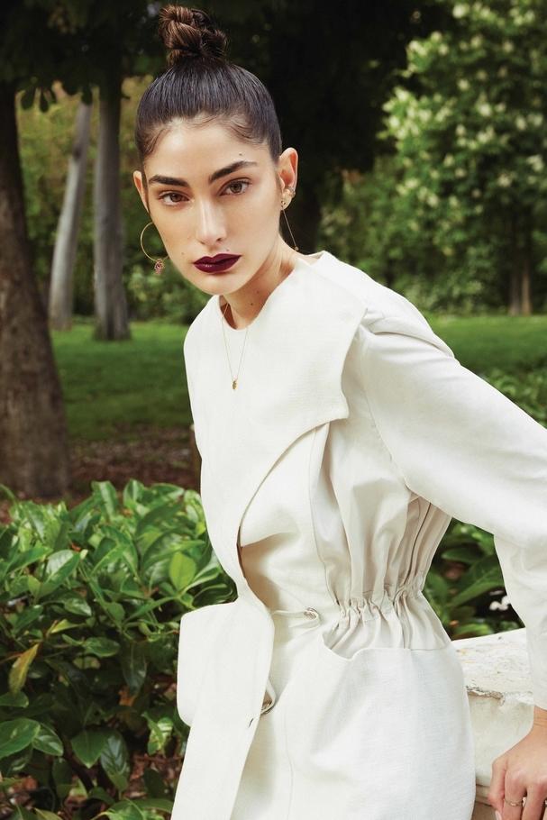 فستان من Salvatore Ferragamo ومجوهرات من Djewelled
