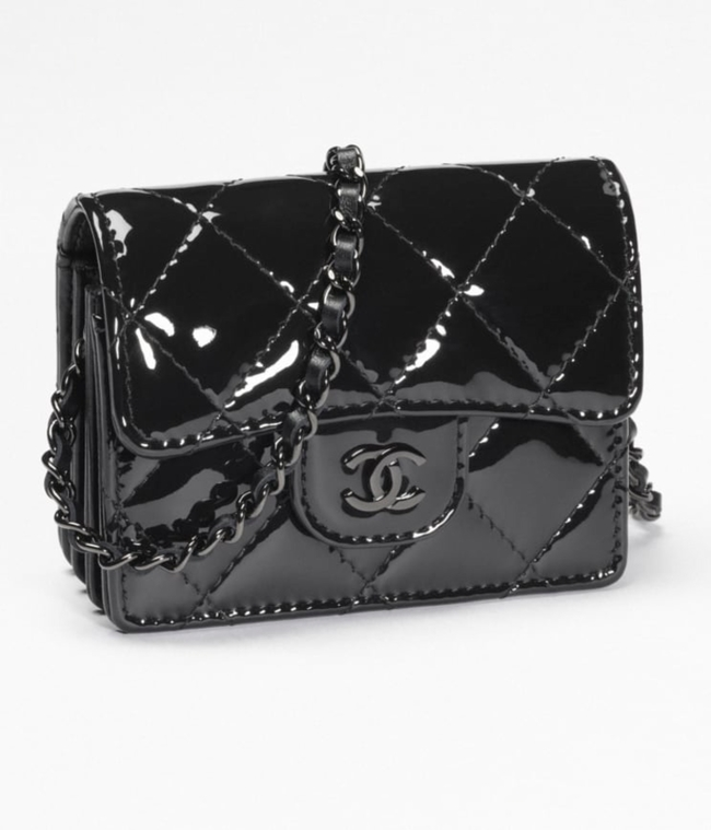 CLASSIC FLAP CARD HOLDER WITH CHAIN