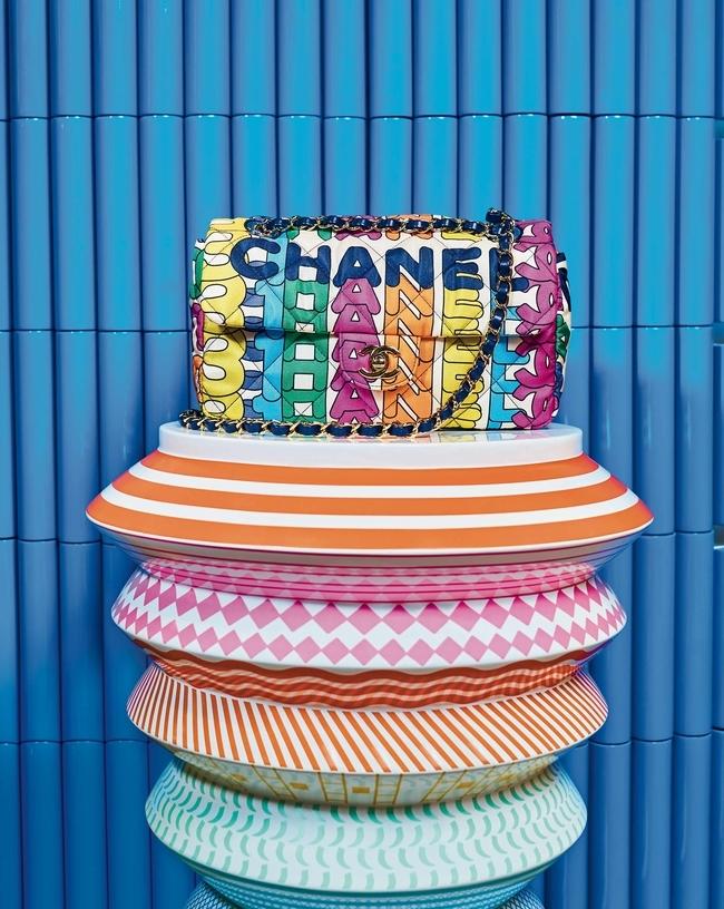 حقيبة Classic من Chanel طاولة Bossa Nova Vinicius من Bosa