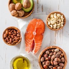 الدهون والكربوهيدرات: من منهما العدو الحقيقي؟