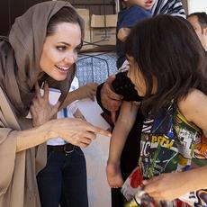 أنجلينا جولي أو العطاء بلا حدود