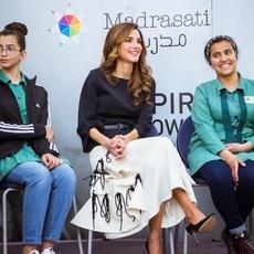 الملكة رانيا بإطلالة عربيّة بامتياز