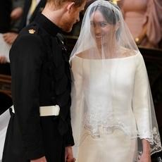 اكتشفي مراحل تصميم فستان زفاف Meghan Markle