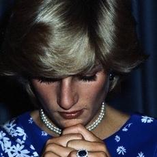 لمَ لم تخلع الأميرة Diana خاتمها بعد انفصالها عن الأمير Charles؟