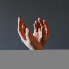 دليلك المثاليّ لتتخلّصي من تشقّقات الجلد