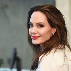 هل Angelina Jolie في طور تغيير عنوان مسكنها؟