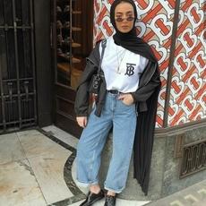 اكتشفي كيف التقى أسلوب الشوارع بالحجاب من أسبوع الموضة فيLondon 