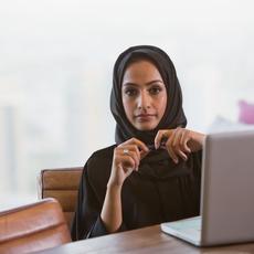 """""""قوّة الإختيار"""" لتمكين عمل المرأة الإماراتيّة"""