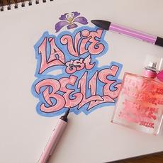 أنشري السعادة مع عطر La Vie est belle الجديد