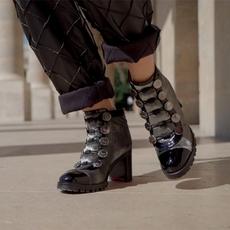 5 أحذية لن تفارق خزانتنا هذا الشتاء