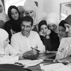 كيفَ مكَّنَ سليم عزّام اللاّجئين السّوريّين؟