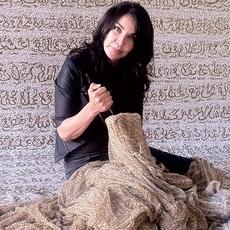 عندما يصبح الفنّ أداة تمكين للمرأة العربيّة مع Lalla Essaydi