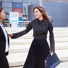 الملكة رانيا تتألّق مرّة جديدة ببصمة عربيّة