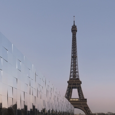 تابعي عرض Saint Laurent مباشرةً من باريس