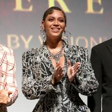 Beyonce تشغل العالم بإطلالة متناسقة مع ابنتها
