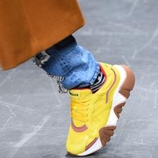أحذية Versace الرياضيّة هي كلّ ما نتمنّى الحصول عليه هذا الموسم