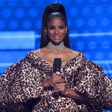 كيف افتتحت Ciara حفل جوائز الموسيقى الأميركيّة؟