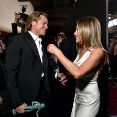 الإطلالات واللّقطات الأبرز من حفل SAG... فماذا حصل بين Jennifer Aniston وBrad Pitt؟