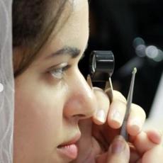 دورة متخصّصة لعاشقات المجوهرات والأحجار الكريمة في العالم العربي