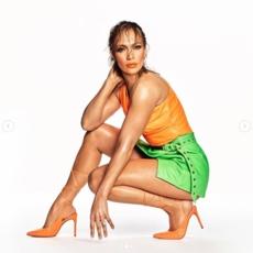 JLO تقتحم عالم الموضة وتطلق مجموعتها الخاصّة