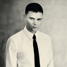 تعرّفي إلى المدير الإبداعيّ الجديد لدى Givenchy