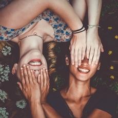 في اليوم العالمي للصداقة... أيّ نوع من الصداقات اختبرت في حياتك؟