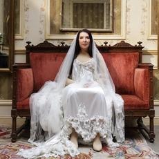 Burberry تتعاون مع مغنيّة الأوبرا Marina Abramović... إليك التفاصيل