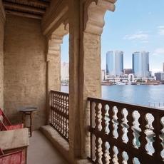 فندق السيف التراثي لإقامة إماراتيّة تحتفي بالثقافة المحليّة