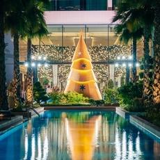 شجرة الإحتفالات لا تشبه سواها في فندق Mandarin Oriental