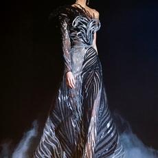 Elie Saab يكشف مجموعته من الأزياء الراقية لربيع وصيف 2021