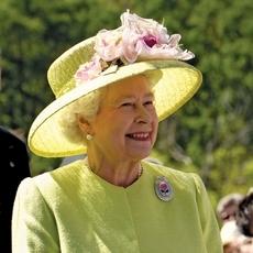 قبعات الملكة اليزابيث الثانية