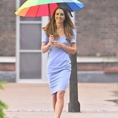 كيت ميدلتون أكثر أنوثةً بالفستان الأزرق