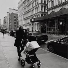 في عيد الأب، Gigi Hadid تطلق رسالتين مؤثّرتين