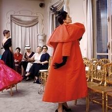 تابعي عرض Balenciaga مباشرةً من باريس
