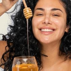 حصريّاً – مستحضر Huda Kattan من العسل لترطيب البشرة