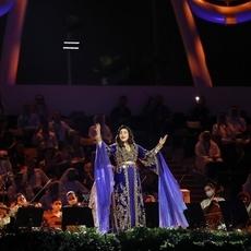 أحلام تفاجئ الجمهور...و Ellie Goulding بإطلالة عربيّة في افتتاح اكسبو 2020